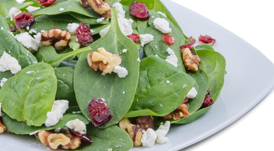 Bed of fresh baby spinach, creamy French goat cheese, walnuts, Cranraisins