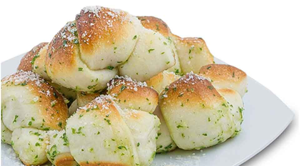 Sack of 5 tender, delicious oven baked garlic knots tossed in Grana Padano cheese. Side of fresh Marinara is 10THB.